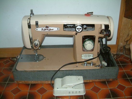 Who makes this sewing machine? sewing discussion topic ...